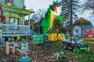 Lohr Family Halloween Display; Albion, PA 2015 (c)